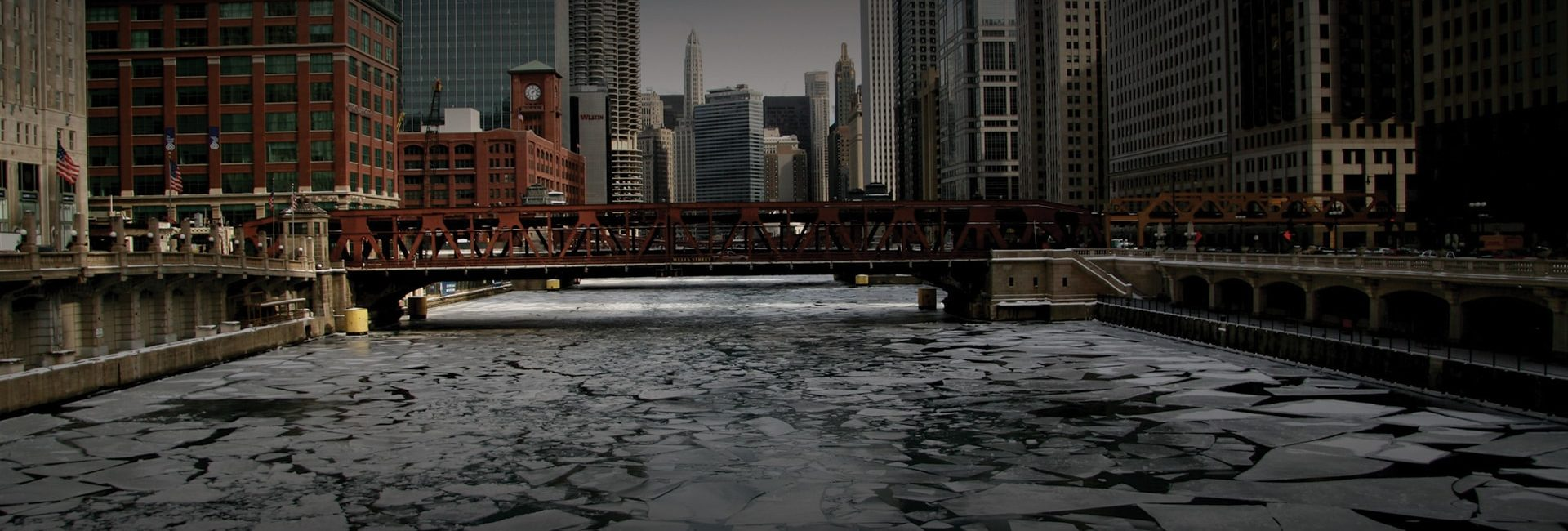 Sleet/snow mix spreading into Chicago area late Monday morning
